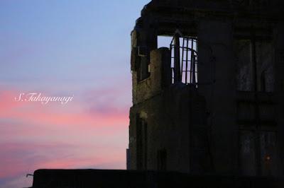広島原爆ドームの夕景