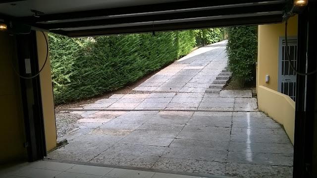 il parcheggio aggiuntivo fuori autorimessa della villa a mozzo via mozzi