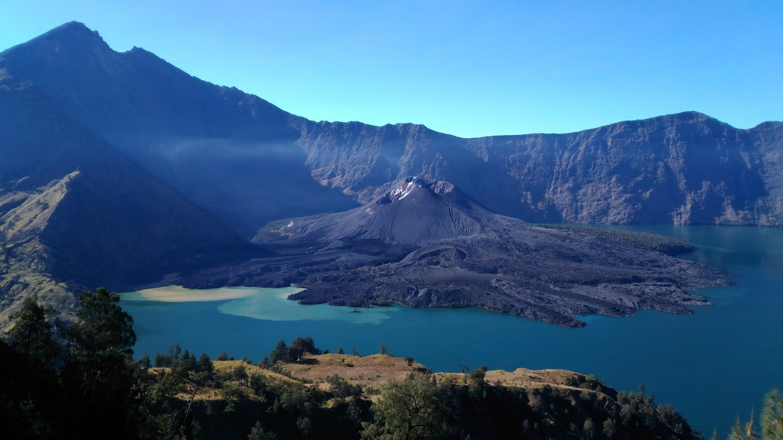 Climbing mount rinjani package lombok island indonesia about us - The Mighty Rinjani Mountain Is A Massive Volcano Which Towers Over The Island Of Lombok A Climb To The Top Is One Of The Most Exhilarating Experiences You
