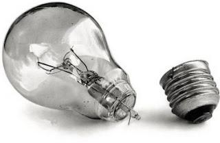 выкрутить лампочку если она лопнула
