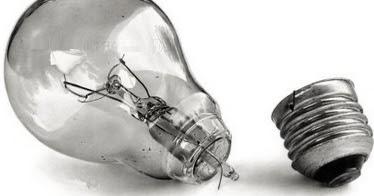 Почему лампочка не вкручивается в точечный светильник