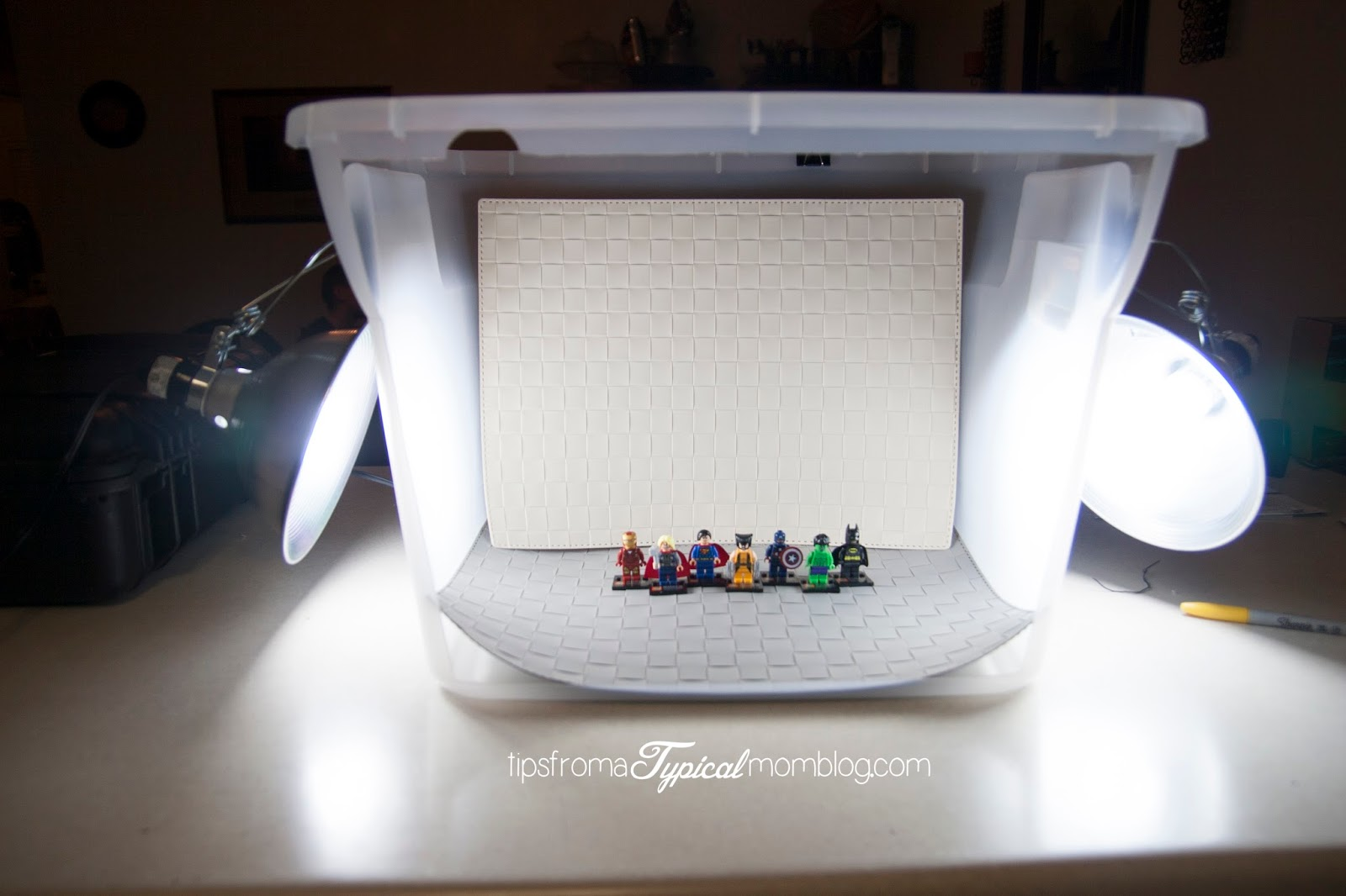 DIY Tutorial Light Box for Bloggers - Tips from a Typical Mom