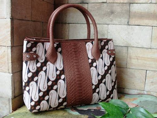 tas kulit motif batik parang