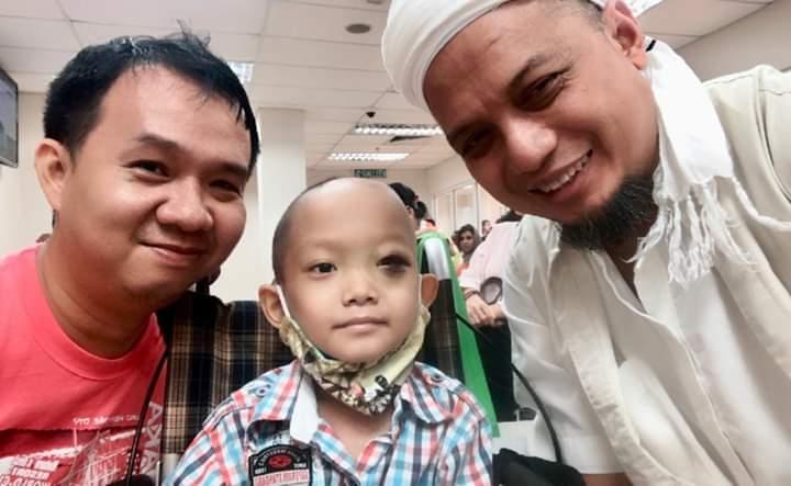"""""""Ust Arifin Bantu Pengobatan Anak Saya 1000 SGD Meski Beda Agama dan Politik"""""""