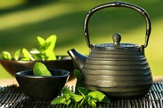 أفضل 10 علاجات عشبية في مطبخك green_tea.jpg