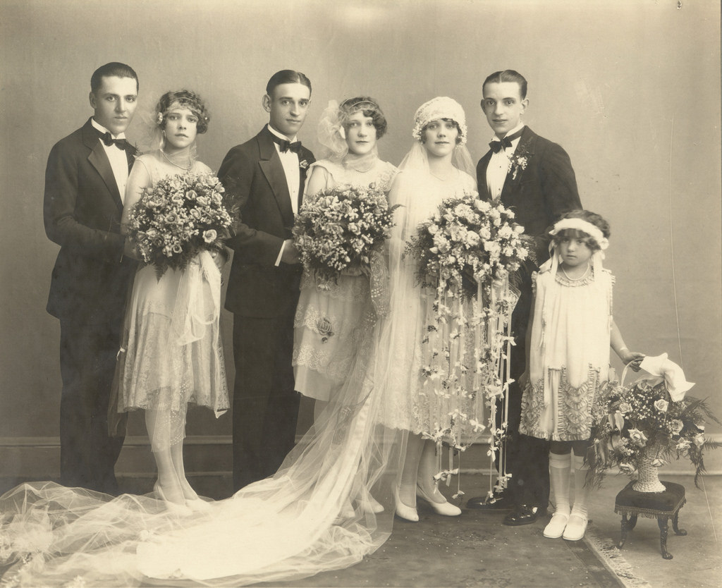 50 Fascinating Vintage Wedding Photos From The Roaring 20s Vintage Everyday