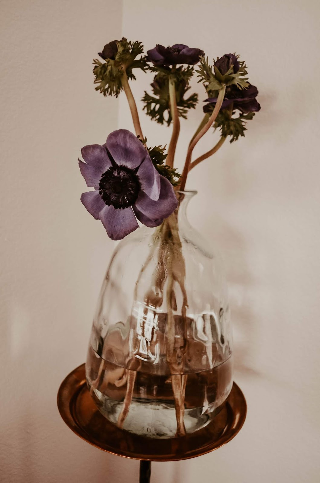 how-to-make-a-gold-vintage-metal-top-corner-side-end-flower-stand-table-for-flowers