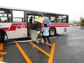 バスで登校