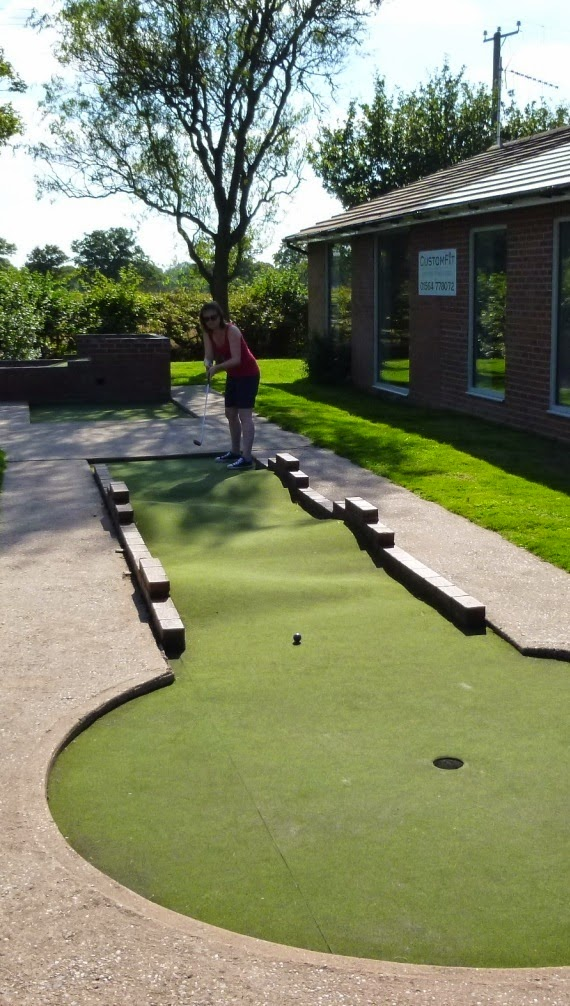 Emily Gottfried playing Minigolf at Dorridge