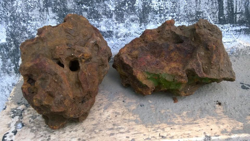 đá ong đỏ có hang hốc tự nhiên