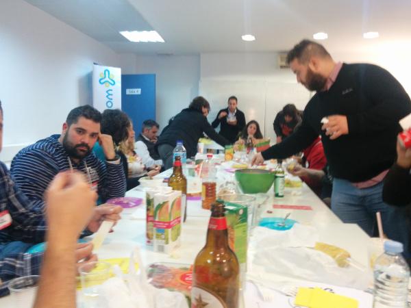 Comida de participantes en la Startup Week Europe en WorkInCompany Sevilla