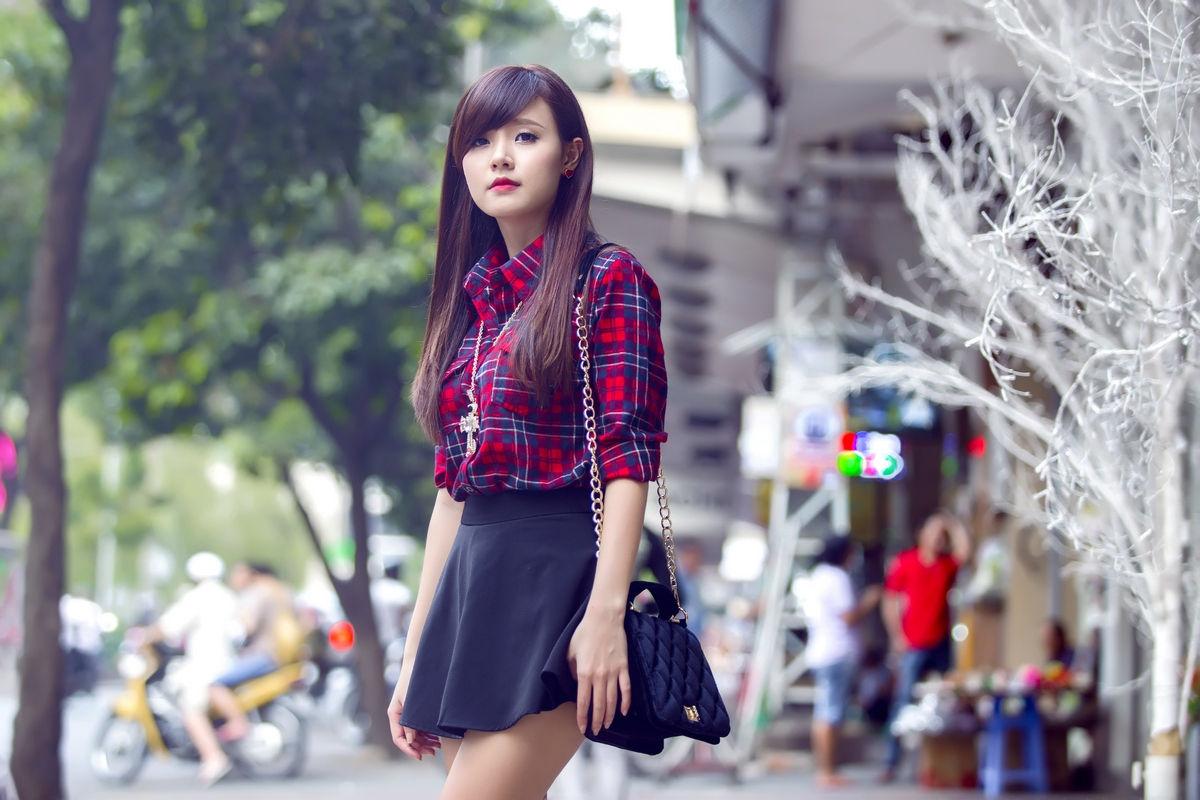 Phong cách trẻ trung của Hotgirl Midu khi dạo phố
