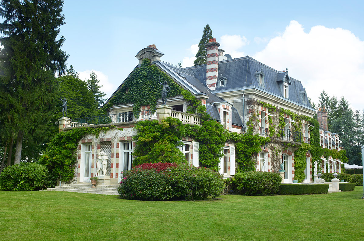 Country house face off english manor vs french estate for French country houses for sale