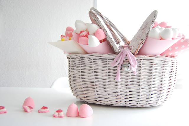 Cesta de chuches dulce para celebraciones