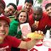 No Acre, petistas comem pão com mortadela em ato a favor de Lula