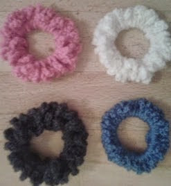 http://translate.googleusercontent.com/translate_c?depth=1&hl=es&rurl=translate.google.es&sl=en&tl=es&u=http://bitsandbobblesblog.blogspot.co.uk/2013/02/how-to-crochet-hair-scrunchie.html&usg=ALkJrhieF9zXKYo4OmGHNm7IACatuEpclA