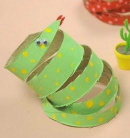 http://lasmanualidades.imujer.com/7454/diy-divertidas-serpientes-con-tubos-de-papel