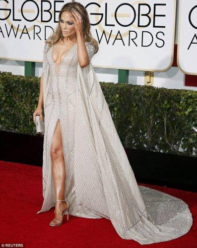 Jennifer Lopez partial dezbracata