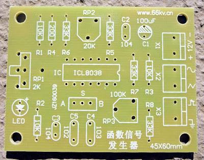 Placa do gerador de funções com o CI ICL8038