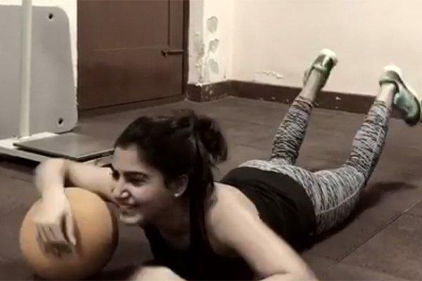 samantha-ball-push-ups-video