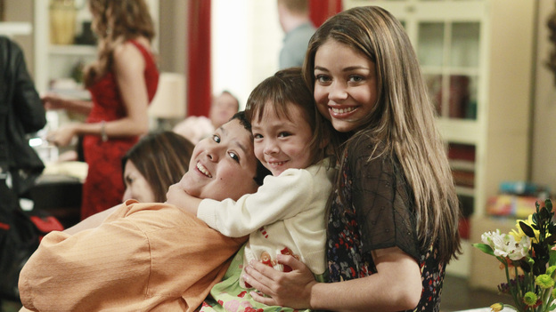 Modern Family Christmas Episodes.Melody And Drama Tv Review Modern Family Express Christmas