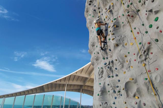 Elal Jane Lasola climbing