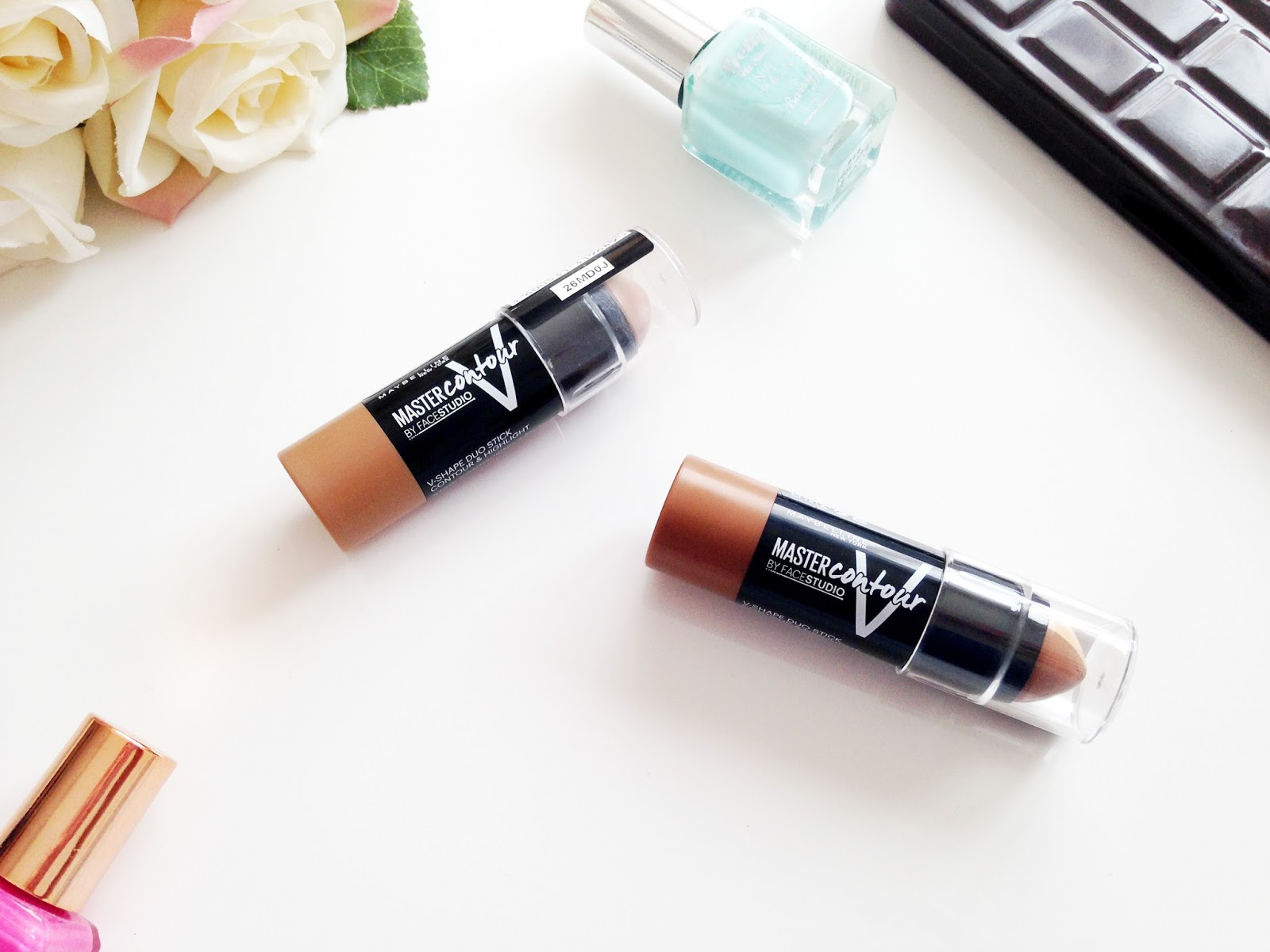 Contouring with the Maybelline Master Contour V Shape Duo Sticks