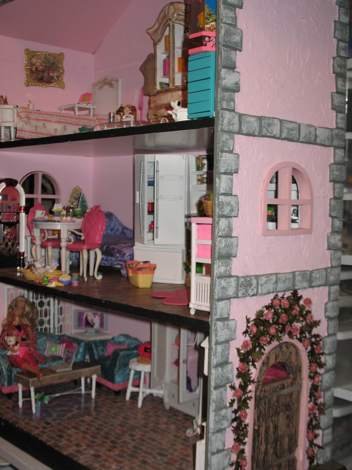 Artsy Fartsy Barbie House