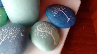 piedras decoradas, árbol de la vida