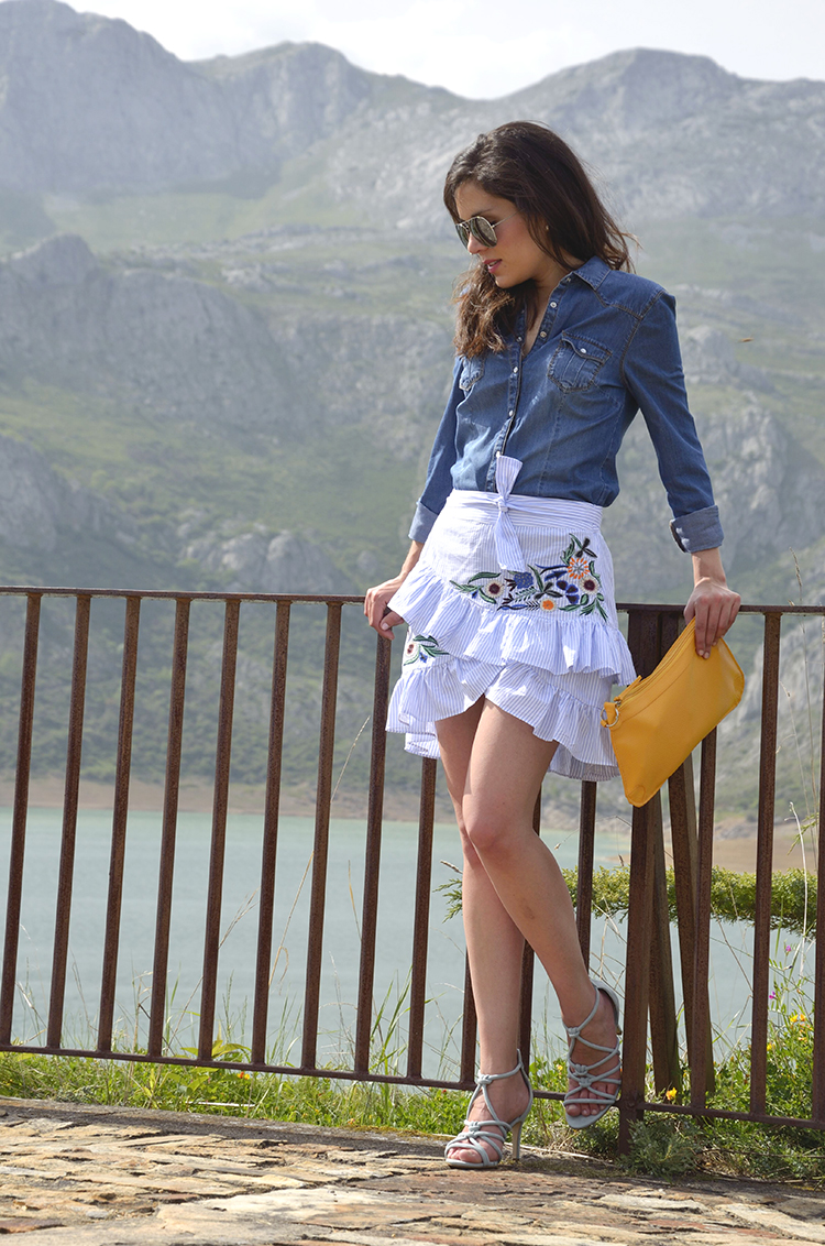 falda-bordada-embroidery-skirt-trends-gallery-look-outfit-denim-shirt