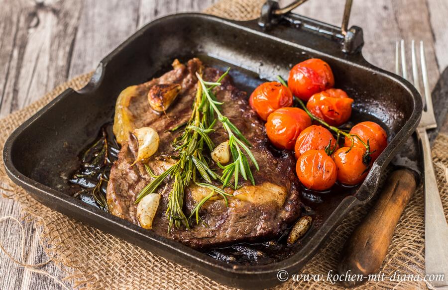 Rib-Eye Steak mit geschmorten Tomaten