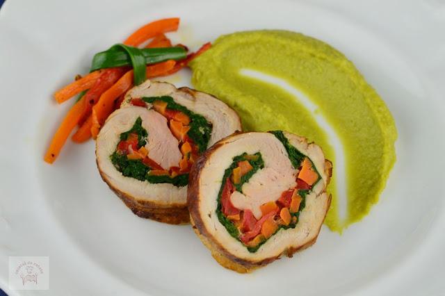 http://www.caietulcuretete.com/2017/12/rulada-din-muschiulet-de-porc-cu-legume.html