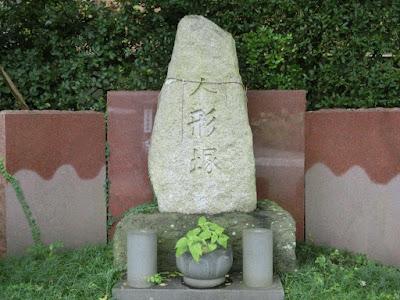 本覚寺人形塚