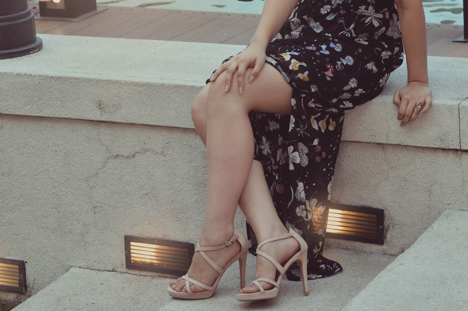 silvia-armas-back-at-it-again-black-floral-maxi-dress-maxidress-style-fashion-blogger-ecuador