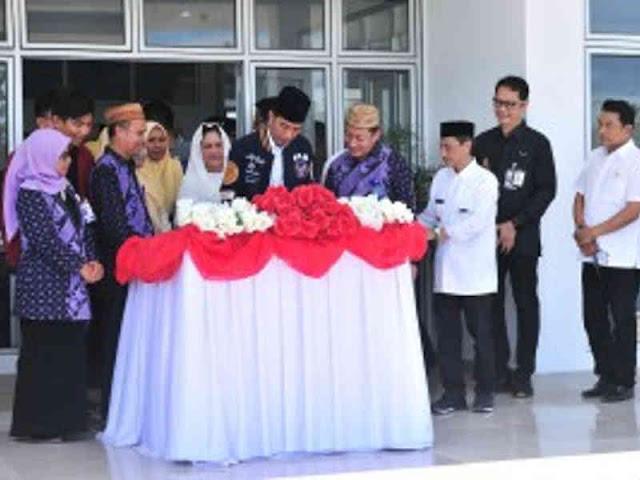 Jokowi Resmikan Rusunawa Asrama Putri UMG Limboto