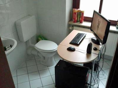 Lustige Büro Bilder - PC Klo