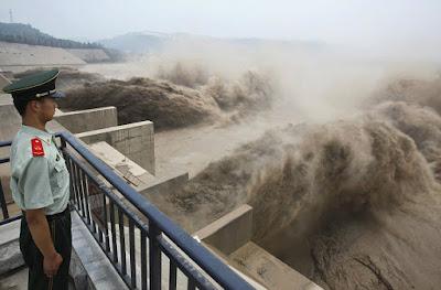 चीन ने फिर दिखाई अपनी घटिया पनी रोका ब्रह्मपुत्र नदी का पानी.