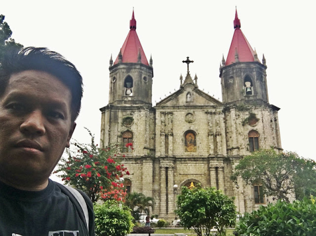 HOW TO GO TO MOLO CHURCH (1.) From Tigbauan Church, ride a jeepnery bound for Iloilo City. Fare is 14 (2.) Disembark at Mohon Terminal. (3.) From Mohon Terminal, ride another jeepney heading for Iloilo City and tell the driver if it passes by Molo Plaza. (I forgot the fare, sorry. Just prepare P15). If you are coming from Iloilo City, ride any jeepney that passes by Molo Plaza.