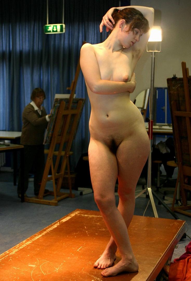 голые телки позируют художнику женщина могла
