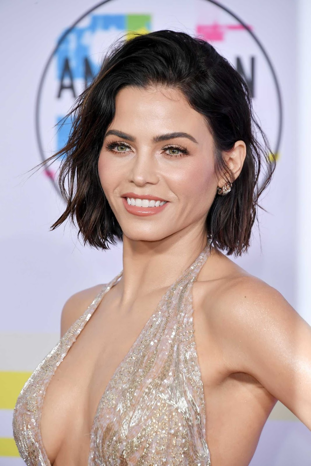 Jenna Dewan Tatum bares ample cleavage at the 2017 AMAs