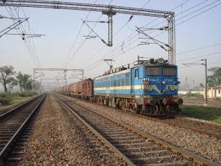 Bhopal to indore trains
