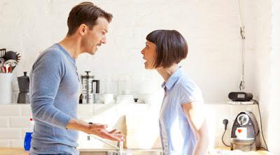 10 علامات على أن تلك الفتاة أصبحت لا تحبك امرأة تتشاجر مع رجل man woman wife husband fight