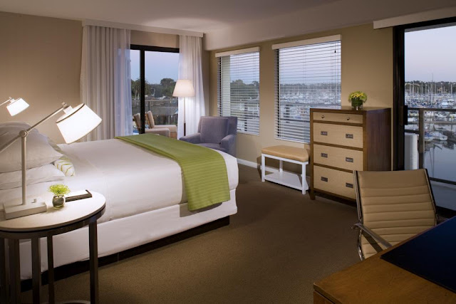 Explore a San Diego Mission Bay hotel with water activities and three pools when you stay at the Hyatt Regency Mission Bay Spa and Marina.