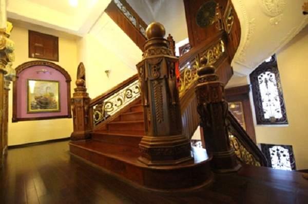 Trang trí trụ cầu thang