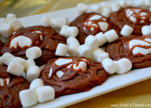 Kids go crazy for these Marshmallow and Chocolate Cookies! | MomOnTimeout.com