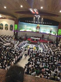 Mons. Vicente Huang Shoucheng, anterior bispo de Mindong passou 35 anos em prisões e campos de trabalho comunistas. Seu enterro foi apoteótico e os comunistas ficaram impotentes