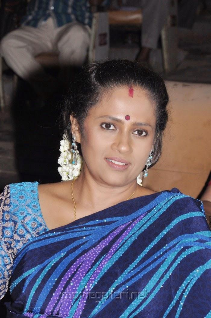Tv Anchor And Actress Lakshmi Ramakrishnan Hot Photos