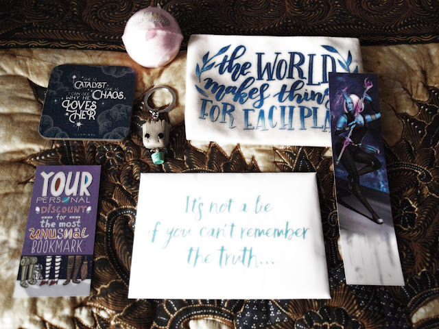 Fairyloot beermat, pochette, bookmark, coupon, keychain, sample, bathbomb