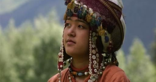 Central Asian Hub Nomads Kirghiz Girl In Traditional Costume  Kirghistan, Central Asia-8029