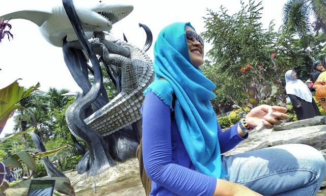 Monumen Suro dan Boyo lambang kota Surabaya